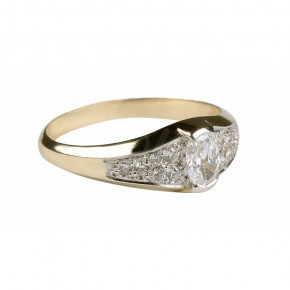 Wytworny pierścionek na szczególne okazje.