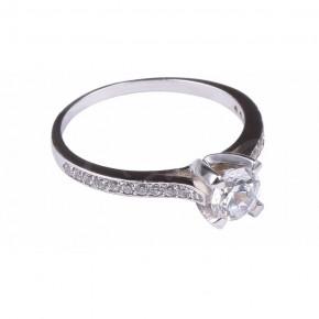 Uwodzicielski pierścionek w białym złocie.
