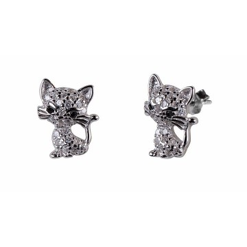 Urokliwe, błyszczące, srebrne kociaki na sztyftach.