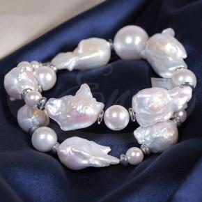 Wytworny naszyjnik z pereł typu Majorka, pereł barokowych i hematytów.