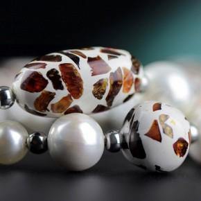 Niezwykły naszyjnik z pereł oraz bursztynu