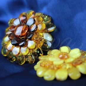 Piękne, bursztynowe broszko-wisiory w formie kwiatów