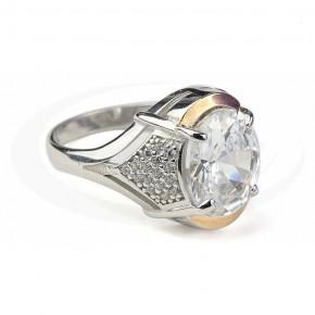 Elegancki pierścionek ze złoceniem i cyrkoniami.