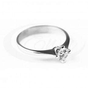 Subtelny pierścionek z białego złota.