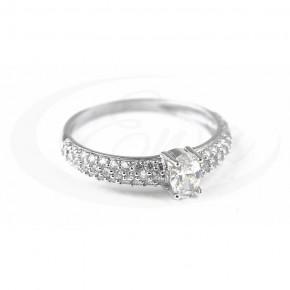 Ekskluzywny pierścionek z mnóstwem cyrkonii.
