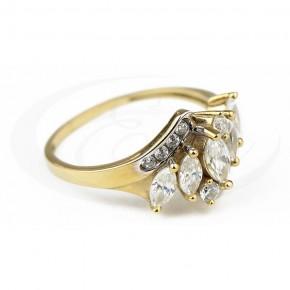 Niezwykły pierścionek z dużą kiścią cyrkonii.