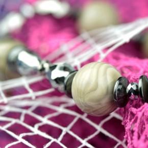 Krzemień pasiasty w naszyjniku z hematytem